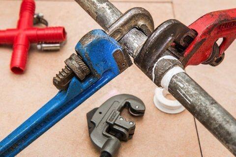 Rémunération plombier : quel est le salaire d'un plombier en 2021 ?